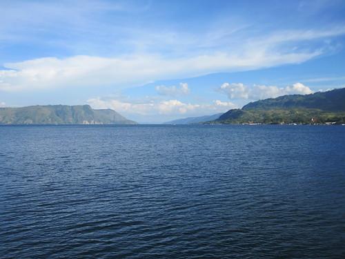 lake sumatra indonesia scenery tuktuk toba laketoba danautoba