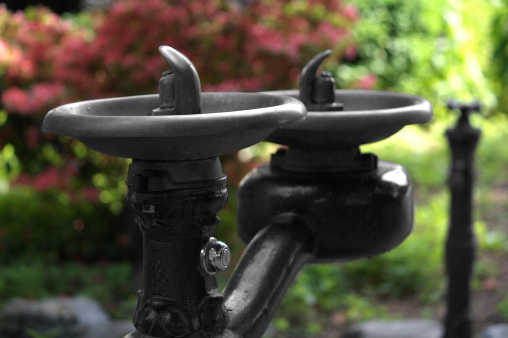 Ye Olde Pump n Fountain by UrbanPerspectiV