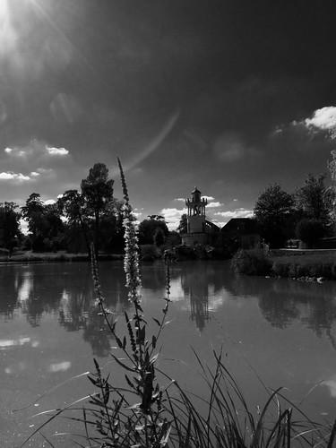 versailles museum visite tourism visit nicolasthomas nb bw sky ciel cloud nuage phare batiment