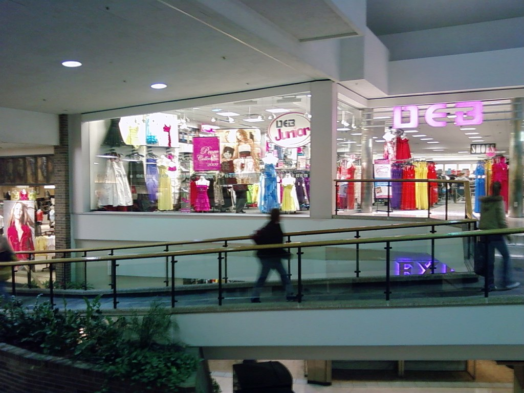 Des Moines Shopping >> Merle Hay Mall Des Moines Iowa Deb Shop The Only Deb