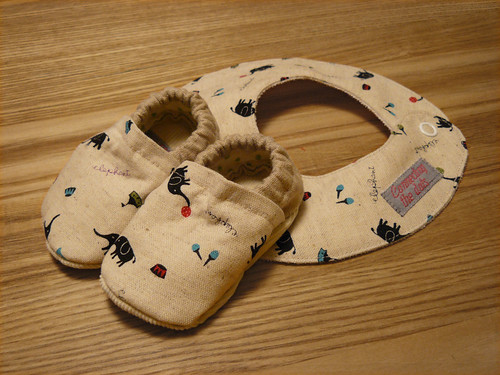 Baby cloth shoes with drooling bib | by Naztrida