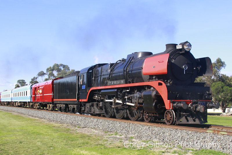 R707 rumbles through Bannockburn by Corey Gibson