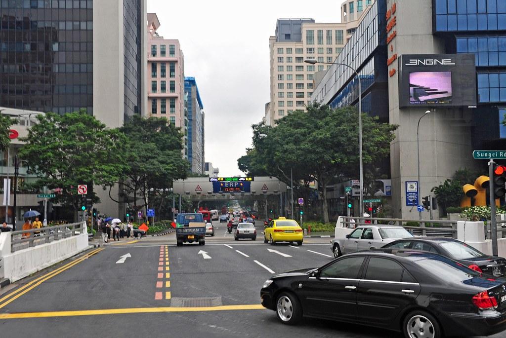 Người dân Singapore cũng rất quan tâm đến bất động sản.