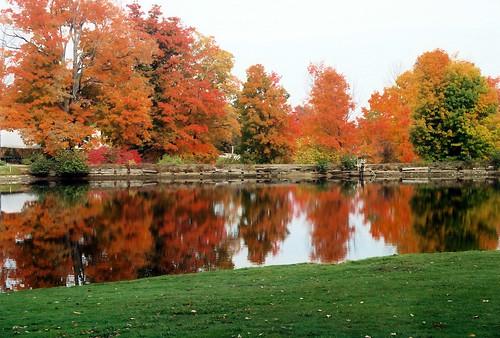 autumn lake reflection fall golf fallcolors newhampshire golfcourse crotchedmountain golfvacation shellvacationshospitality crotchedmountainresort