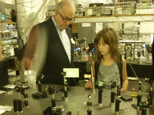 John G. Cramer explains his experiment to his grand-daughter Selena | by Kathryn Cramer