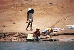 Niger River Mali April 1995 20 Laundry