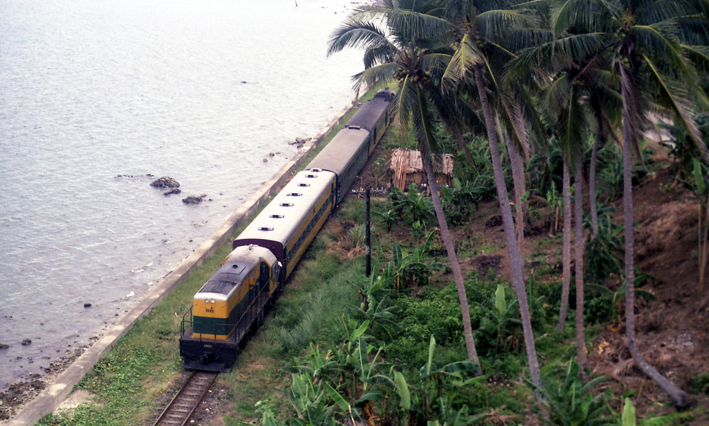 06591 (190) 08-02-1988 Philippine National Railways (PNR) southbound passenger with diesel locomotive 2522 trailing at northern end between Atimonan and Gumaca, Quezon, Philippines by John Ward