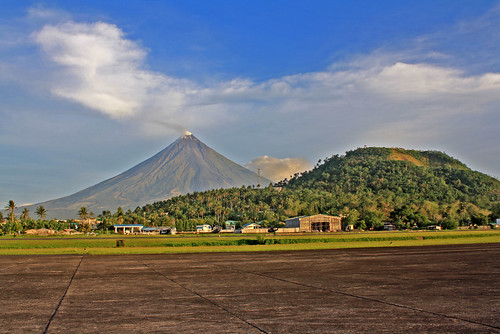 Mayon and Lignon Hill | by nelda_d1