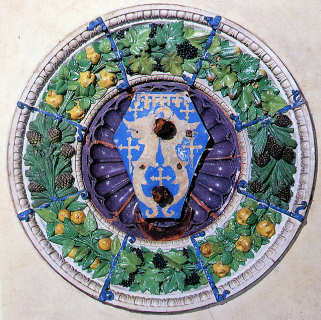 Luca e Andrea della Robbia - Stemma di Jacopo Pazzi, 1460-1465. Firenze, Palazzo Serristori