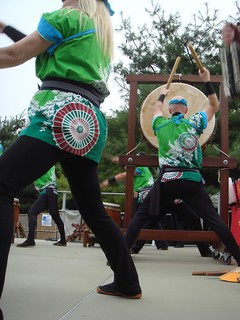 St. Louis Osawa Taiko has choregraphed dance moves to accompany their songs. | by PaMdora.