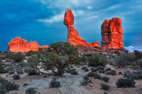 sunset red snow mountains rock utah nationalpark desert arches sage formation moab hdr lasal balancedrock janusz leszczynski 001411