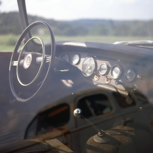dashboard dash board steering wheel reflection car auto automobile old derelect broken down yashica mat 124g kodak ektachrome 100 plus tlr twin lens reflex 80mm f35 yashinon 220 6x6 medium format color reversal slide e6 film expired manual focus patrick joust patrickjoust analog mechanical rural maryland carroll county farm md usa united states america us estados unidos country autaut chrome flickr 80 square epson v500 v 500