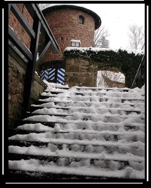 Burgruine Liebenzell - Schnee auf den Stufen