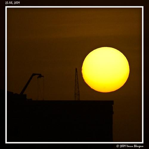 sunset uae abudhabi towercrane solarflares nikond40 varunbhargava sigma70200mmf28iiapoexdgmacro shabiya