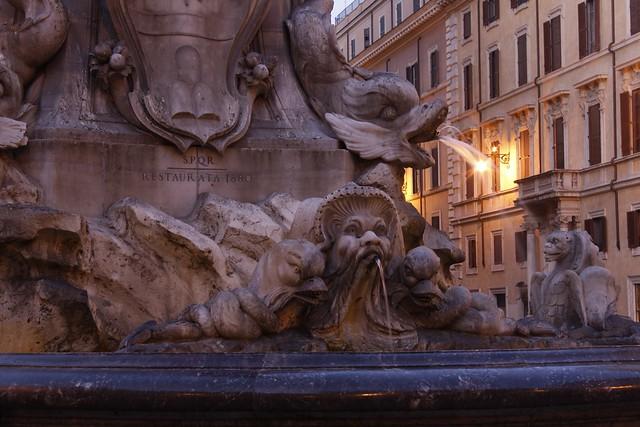 Dettaglio fontana pantheon #1