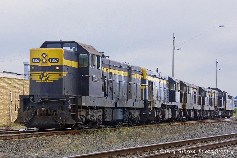 T357, T333, T341, T320, T378 & S303 at Nth Geelong by Corey Gibson