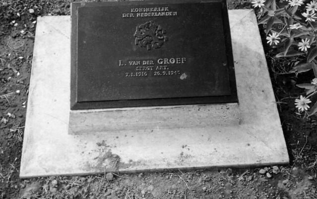 Grave-stone of KNIL-sergeant  LEENDERT VAN DER GROEF  (7 Jan. 1916 , Middelharnis (Holland)  -  26 Sept. 1943 , Moulmein (Birma/Myanmar) , buried at the cemetery of Thambyuzayat in Birma