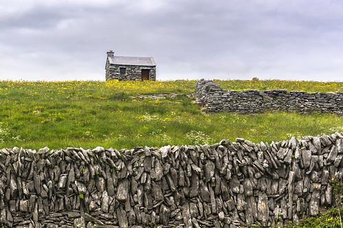 inisoírr inisheer aranislands ireland landscape wall office