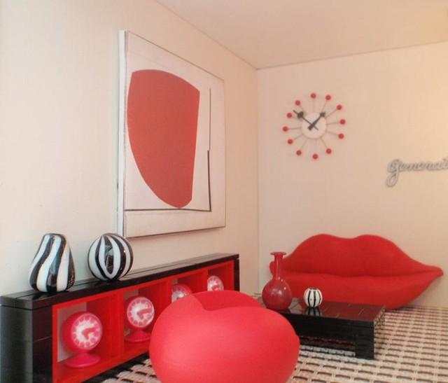 Bocca Lip Sofa in Spook House with lego furniture