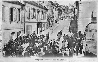 La rue du château à Orgelet