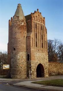 Friedland, Bezirk Neubrandenburg.  Anklamer Tor.  DDR  Jan 1990