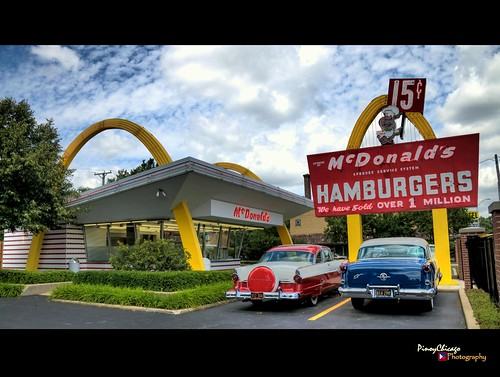 restaurant illinois mcdonalds desplaines buger pinoychicago