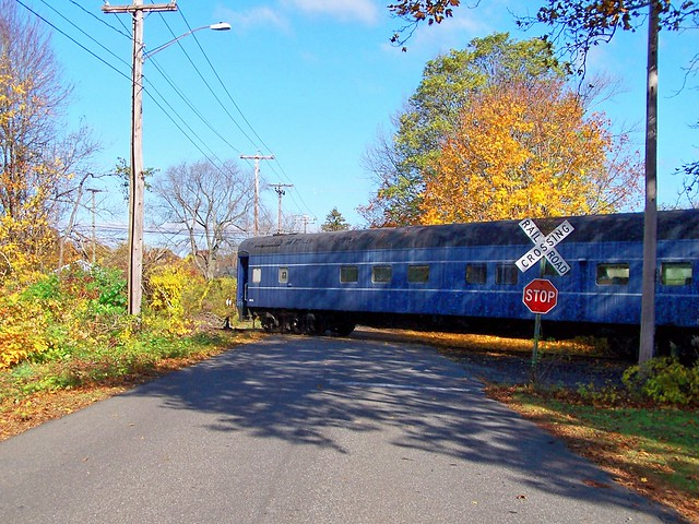 Valley Railroad Car 810 arrives on October 29, 2009