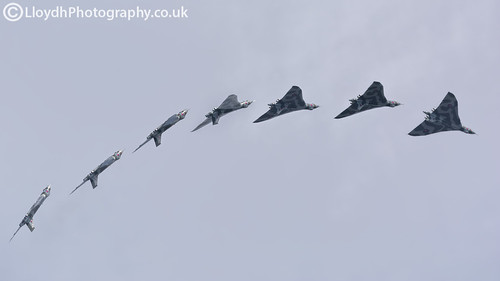Avro Vulcan XH558 Inverted Sequence | by lloydh.co.uk