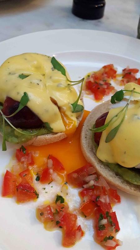 Huevos Benedictos