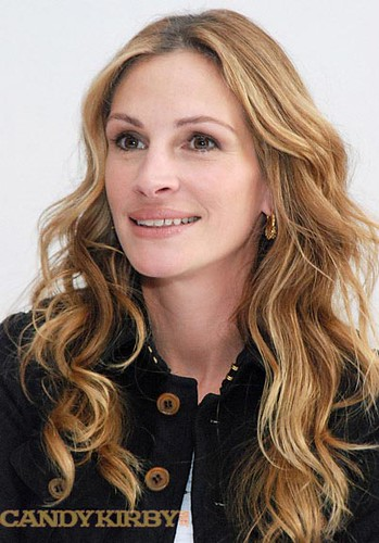0c500746a920 Julia Roberts in a Black Jacket at the
