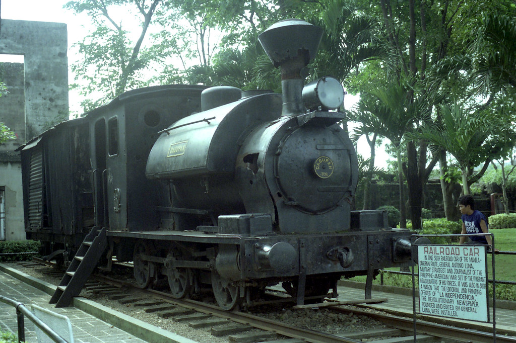 06543 (191) 18-11-1986 Railroad Car steam locomotive an 0-6-0 saddle tank type and wagon on display at Intramuros, Manila, Philippines by John Ward