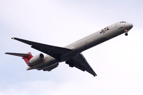 JAL MD-90(JA8004)