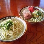Arazato, Okinawa, Japan 丸吉食堂にて、宮古そばとソーキそば