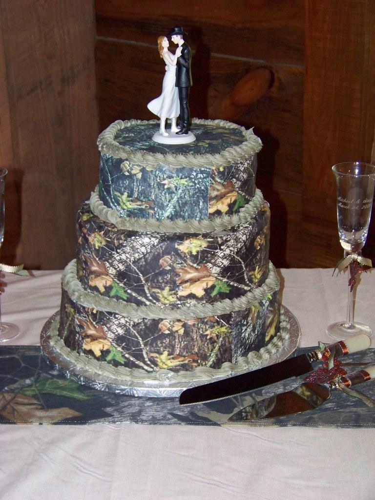 Camo Wedding Cakes.Mossy Oak New Break Out Camo Wedding Cake A 3 Tier Wedding Flickr