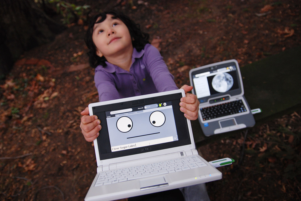 Cianna Lee with an Asus EeePc running Speak and Sugar