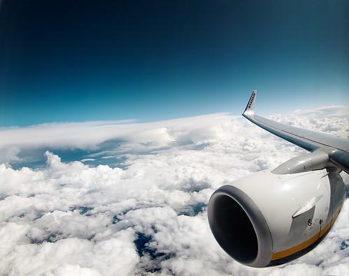 flying   by albertopveiga