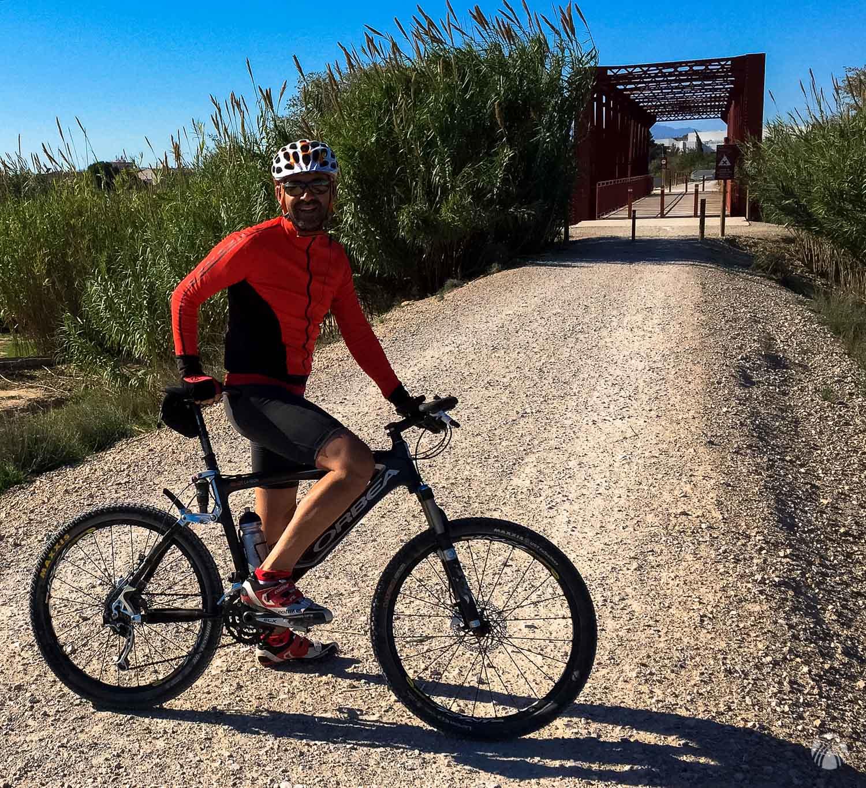 En el puente antes de Alguazas con viento en contra