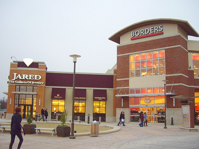 Freehold Raceway Mall Lifestyle Center | The Borders and Jar