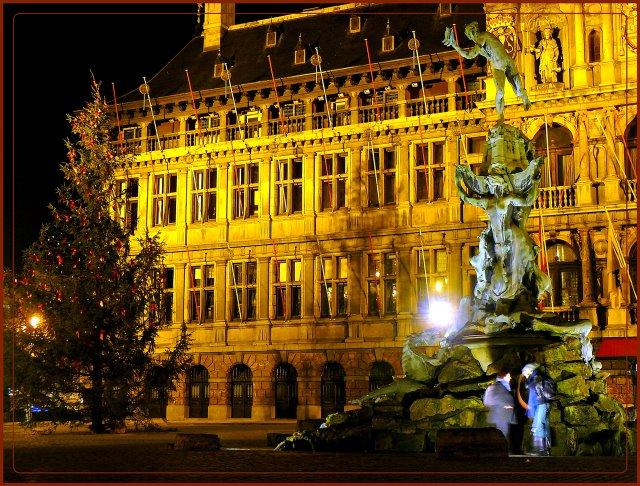 Brabo sculpture on Renaissance City Hall background