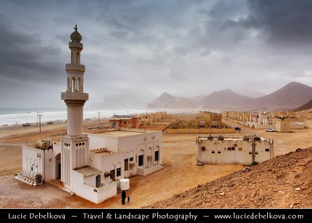 Oman - Al-Mughsayl - Al-Maghseel - Place of worship - Lonely mosque on the beach