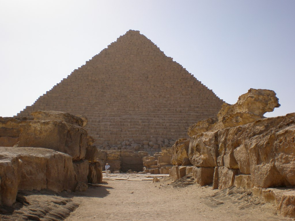Temple ruins to the East of Khufu pyramid