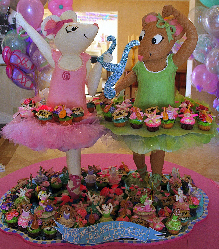 Angelina Ballerina Cupcake Tower | 100 cupcakes decorated in