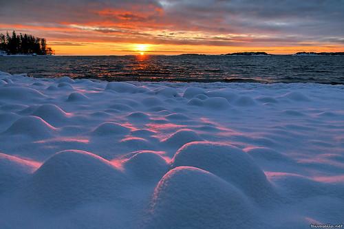 winter sunset sea snow water suomi finland geotagged helsinki lumi talvi seashore meri vesi lauttasaari auringonlasku nikond200 merenranta terrascania länsilahti
