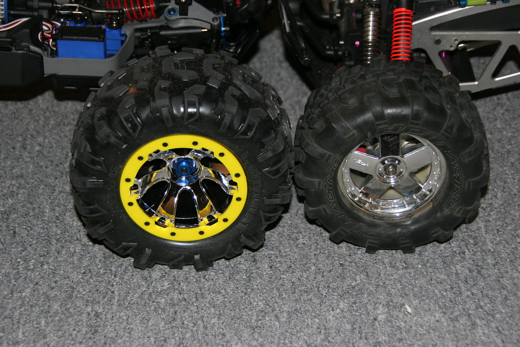 Traxxas Summit and Extended HPI Savage wheel/tire size com