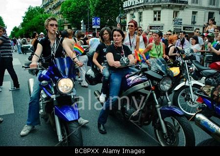 Lesbians riding faces