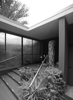 Shulman residence: front entrance