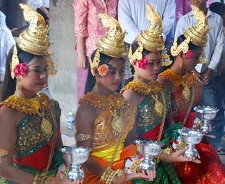 traditional khmer dance at angkor wat | by hopemeng