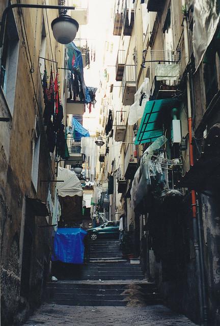 Napoli, un vicolo dei