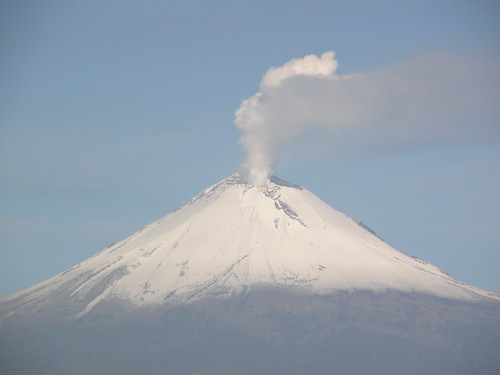 P8250028 Volcan Popocatepetl (Vista Edif. Corporativo AXA/ORP) Puebla.,Pue. Mexico por LAE Manuel Vela