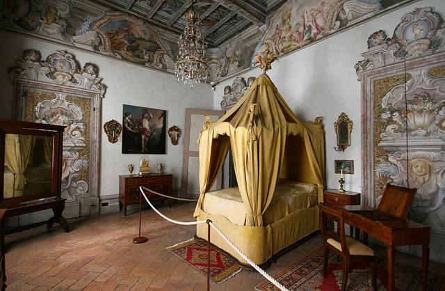 Camera con baldacchino | Una camera da letto del settecento ...